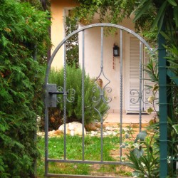 Vhod skozi vrt